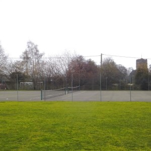Kingsland playing field with free tennis courts